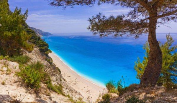 Пляж Egremni (остров Лефкас, Греция) стал лидером списка самых живописных пляжей Средиземноморья
