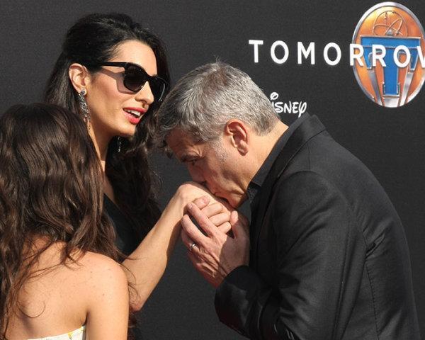 Джордж и Амаль на премьере фильма «Земля будущего» 9 мая